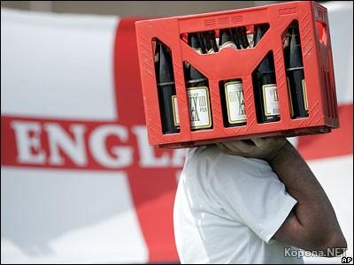 Английские фанаты штурмуют магазины в поисках пива...